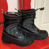 The North Face Shoes   North Face Boys Snow Boots   Color: Black/Gray   Size: 4bb