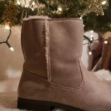 American Eagle Outfitters Shoes   Faux Fur Boots   Color: Cream   Size: 11