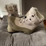 Columbia Shoes   Columbia Kids Snow Boots!   Color: Gray/White   Size: Youth 2