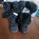 The North Face Shoes   Girls Faux Fur Black North Face Snow Boots   Color: Black   Size: 3bb