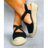 RXFSP Women's Sandals Black - Black Crisscross Closed-Toe Sandal - Women