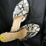 Nine West Shoes | Nine West Sandal Women'S Sz 9m | Color: Black/White | Size: 9