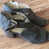 Nine West Shoes | Nine West 2 Inch Heel Sandals Size 9 | Color: Green | Size: 9