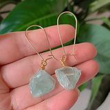 AOXQ Stone Mineral raw Stone Stone Crystal Earrings Natural Amethyst Lapis Fluorite Citrus Amazonite Pink Quartz Swing Earrings Healing-Fluorite