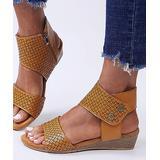 YASIRUN Women's Sandals Brown - Brown Floral Cutout Low-Wedge Sandal - Women