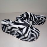 Jessica Simpson Shoes | Jessica Simpson Size 6 Talulla Black New Slippers | Color: Black/White | Size: 6