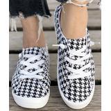 BUTITI Women's Sneakers BLACK - Black & White Houndstooth Sneaker - Women