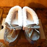 Jessica Simpson Shoes | Jessica Simpson Slippers | Color: Silver/White | Size: 6.5