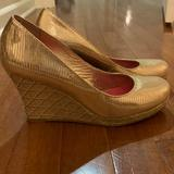 Lilly Pulitzer Shoes | Lilly Pulitzer Gold Closed Toe Wedges | Color: Gold/Tan | Size: 7.5