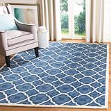 Safavieh Chatham Collection CHT821A Handmade Geometric Premium Wool Area Rug, 6' x 9', Blue / Ivory