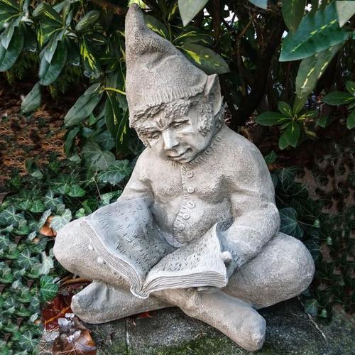 Gartenfigur Lesender Wichtel