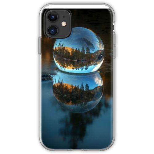 Lichtbrechung und Reflexion Treffen Castle Lake in einer Kristallkugel Flexible Hülle für iPhone 11