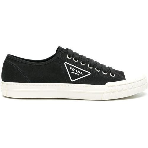 Prada Sneakers mit seitlichem Logo