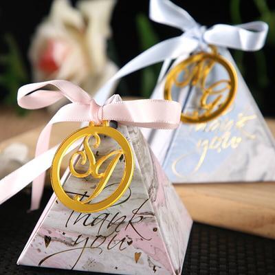Étiquettes et noms de mariage pe...