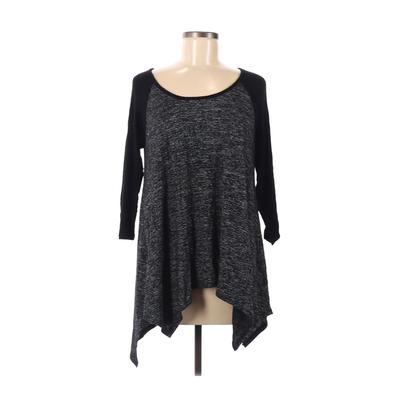 One Clothing - One Clothing 3/4 Sleeve T-Shirt: Gray Color Block Tops - Size Medium