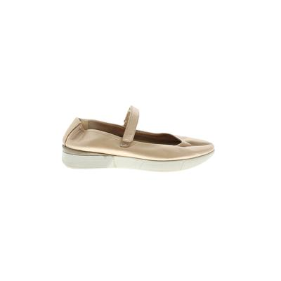 Easy Spirit Flats: Tan Solid Shoes - Size 6